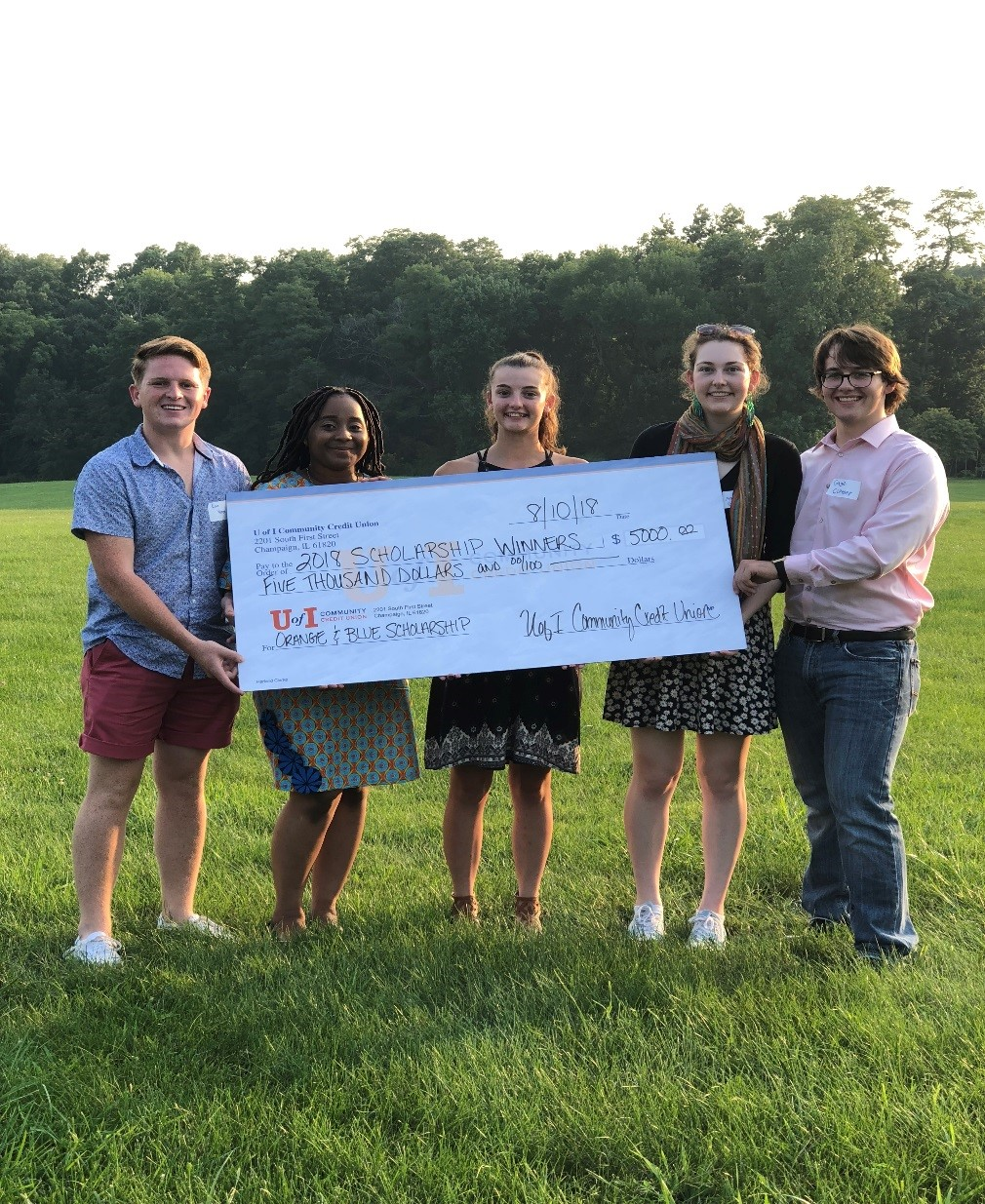 2018 scholarship winners with check